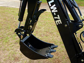 Tractor Backhoe LW7E Side Shift - picture4' - Click to enlarge