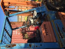 Folklift with Rotator - picture0' - Click to enlarge