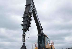 EXTRACT IN EXCESS OF 300T PER HOUR AT A DEPTH OF 40m WITH THE BOSS EXTRACTOR TELESCOPIC CLAMSHELL.