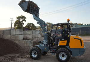 GIANT V5003 NEW ARTICULATED MINI LOADER