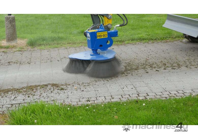 RB-80 Sweeper with Hitch (std with triple Soft Brush)