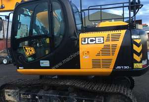 JCB 13 tonne excavator 2015 model like new comes with many buckets, grab and pick ready for use
