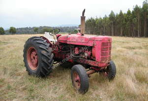 International   AWD7 tractor