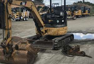 For sale cat 303ccr comes with all buckets and rock breaker