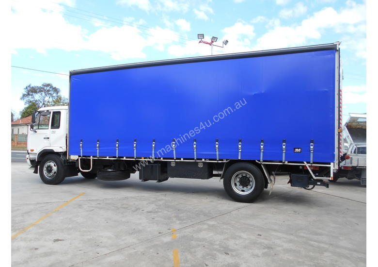 2010 U.D. PK9 CURTAINSIDER