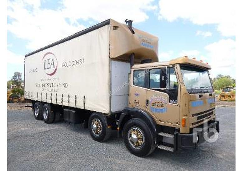 INTERNATIONAL ACCO 2350G Tautliner Truck
