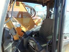 Hyundai R235LCR-9 Excavator - picture13' - Click to enlarge