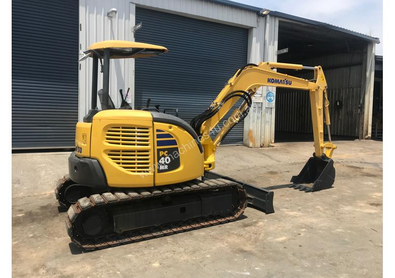 USED 2011 KOMATSU PC40MR MINI EXCAVATOR