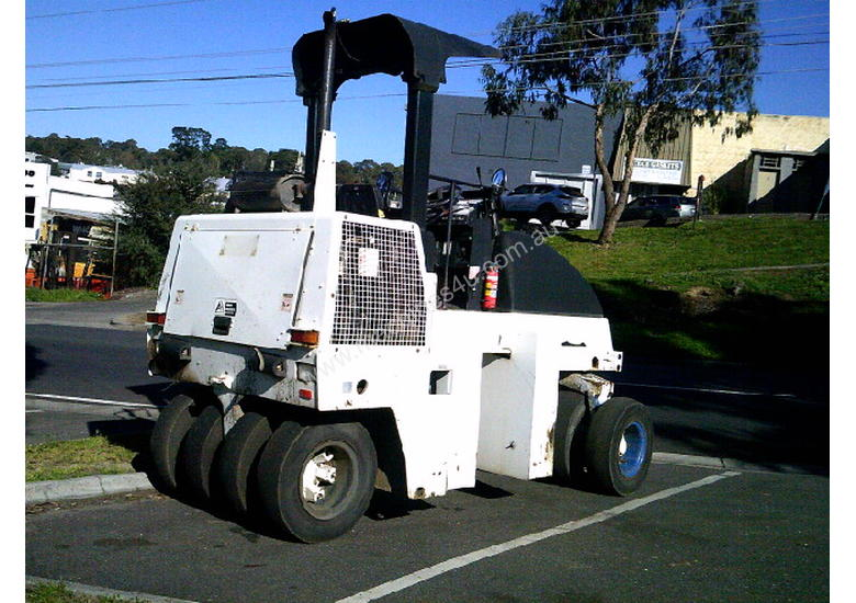 CP-142 Dynapac multi tyred roller , 2004  ,