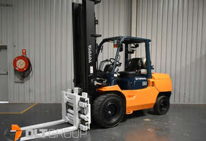 Toyota 7FG50A 5 Tonne Forklift with Wide Fork Positioner Attachment LPG 3624 Hours Only