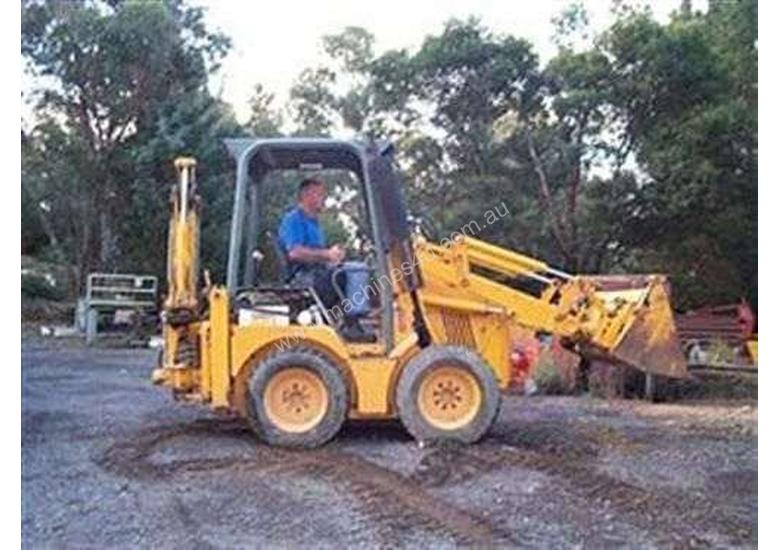 MINI LOADER WITH LOW HOURS