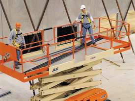 JLG 430LRT Engine Powered Scissor Lifts - picture8' - Click to enlarge