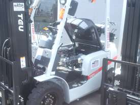 TOYOTA TCM NISSAN HYSTER NEW TEU 2.5 TON FORKLIFT CONTAINER MAST  - picture0' - Click to enlarge