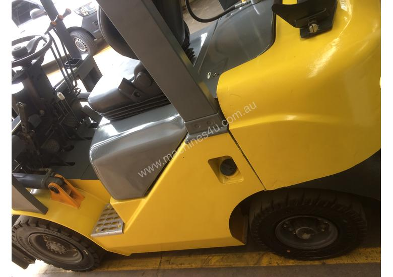 FORKLIFT- SNSC NissanLPG 2.5ton Container Mast Side Shift  6 Months Old 2000hrs
