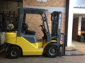 FORKLIFT- SNSC NissanLPG 2.5ton Container Mast Side Shift  6 Months Old 2000hrs  - picture7' - Click to enlarge
