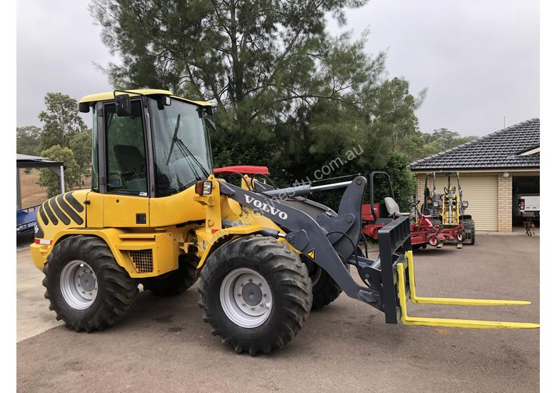 Price Reduced 6T Volvo Wheel Loader Quick Hitch Forks & GP Bucket Only 686hrs same Size as Cat 906H