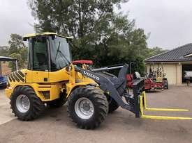 Sold -  6T Volvo Wheel Loader Quick Hitch Forks & GP Bucket Only 686hrs same Size as Cat 906H - picture1' - Click to enlarge