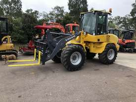 Sold -  6T Volvo Wheel Loader Quick Hitch Forks & GP Bucket Only 686hrs same Size as Cat 906H - picture2' - Click to enlarge