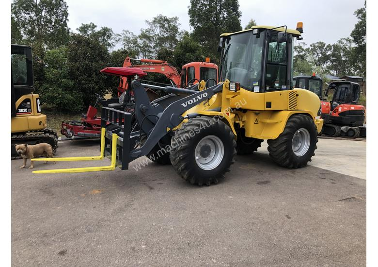 Sold -  6T Volvo Wheel Loader Quick Hitch Forks & GP Bucket Only 686hrs same Size as Cat 906H