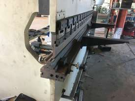 110 tonne 3.2 m press brake - picture3' - Click to enlarge