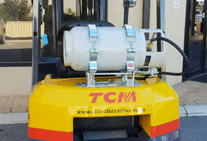 TCM 2500kg LPG Forklift with 4350mm Two Stage Mast