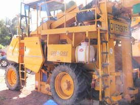 G120 GREGIORE GRAPE HARVESTER  - picture1' - Click to enlarge