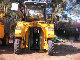 G120 GREGIORE GRAPE HARVESTER  - picture0' - Click to enlarge