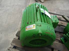 TOSHIBA 30HP 3 PHASE ELECTRIC MOTOR/ 2900RPM - picture1' - Click to enlarge