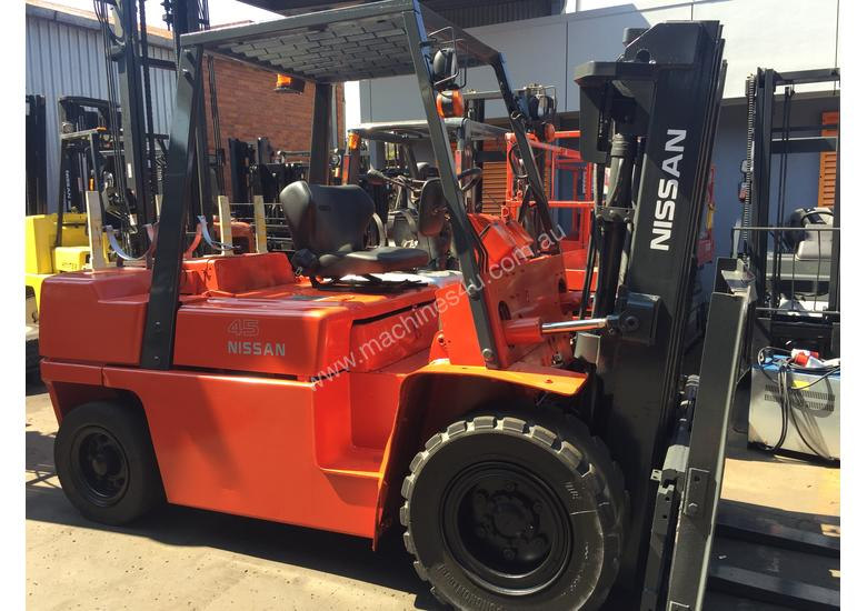 NISSAN FORKLIFT 4.5 Ton Wide Carriage 4.3m Lift