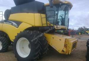 2004 New Holland CR970 Combine Harvesters