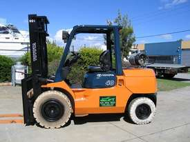 TOYOTA 02-7FG40 DELUXE LPG FORKLIFT - picture0' - Click to enlarge