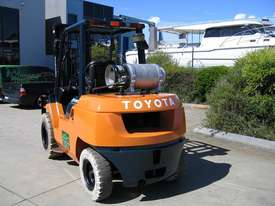 TOYOTA 02-7FG40 DELUXE LPG FORKLIFT - picture2' - Click to enlarge