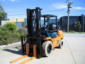 TOYOTA 02-7FG40 DELUXE LPG FORKLIFT - picture10' - Click to enlarge