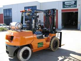 TOYOTA 02-7FG40 DELUXE LPG FORKLIFT - picture12' - Click to enlarge