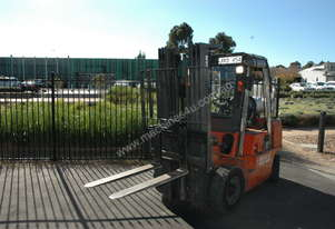 Forklift, Nissan 2.5ton with container mast & side