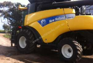 2009 New Holland CR9070 Header