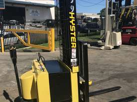 Hyster - Walk Behind Stacker - Fully Refurbished - great battery - 9 months warranty - picture3' - Click to enlarge