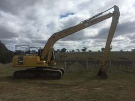 Long reach Excavator - picture0' - Click to enlarge