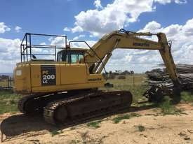 Long reach Excavator - picture3' - Click to enlarge