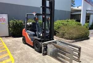 Toyota 2.5 Tonne Forklift with Wool bale clamp & windscreen in good condition.  - Adelaide