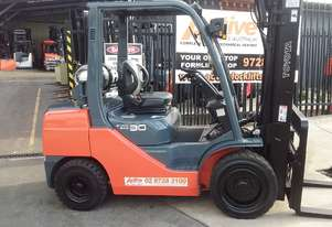oyota 8FG30 Forklift 4500mm Lift Height Container Entry Mast