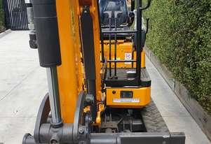 Rhino 2.0 tonne excavator expanding under carraige YANMAR japan engine
