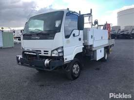 2006 Isuzu NPS300 - picture2' - Click to enlarge