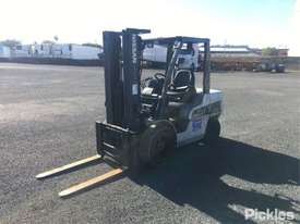 2011 Nissan YG1F2A35U - picture2' - Click to enlarge