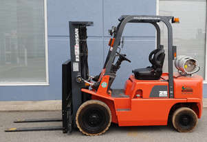 Nissan 2500kg LPG Forklift with 4300mm 3 Stage Mast