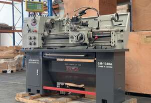 Showroom Demo Model Save $600 - Feature Packed 1000mm Bed Lathe With The Lot 240Volt