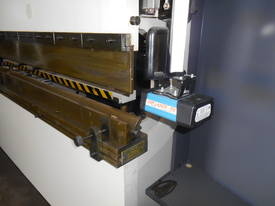 YSD HPS CNC 3050mm  X 165 TON SYNCRO 5 AXIS - picture5' - Click to enlarge