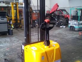 Electric Straddle Stackers - picture2' - Click to enlarge