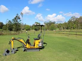 730mm Wide Micro Excavator, 360 Degree Swing.