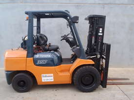 Toyota Container 3.5t Forklift with Fork Positioners - picture0' - Click to enlarge